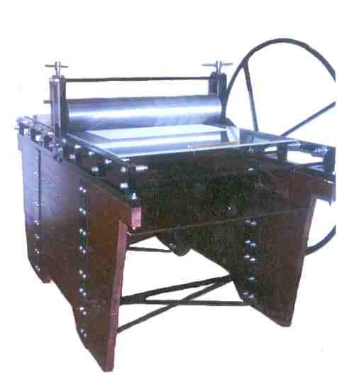 Maquina Tipo Torculo de Lujo Modelo 122/200. Vista Semifrontal.
